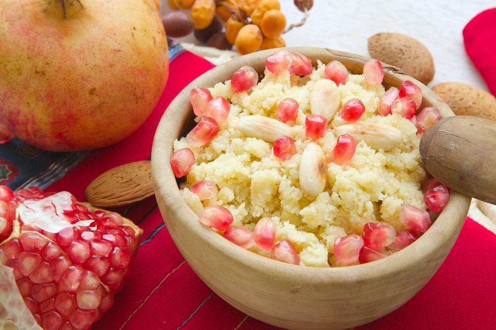 Tunisie - Cuisine tunisienne - Plat sucré traditionnel tunisien -Masfouf: couscous sucré aux fruits secs et noix